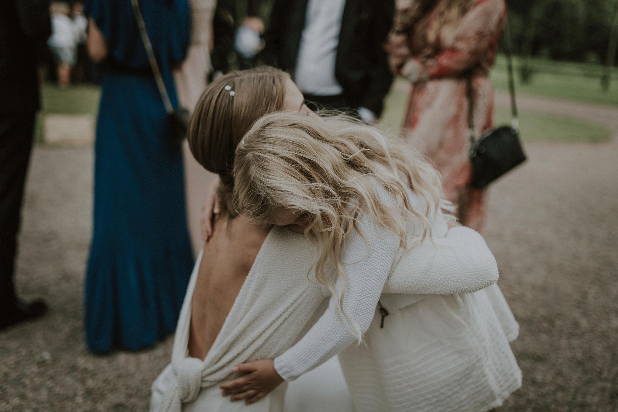dotter kramar om mamma
